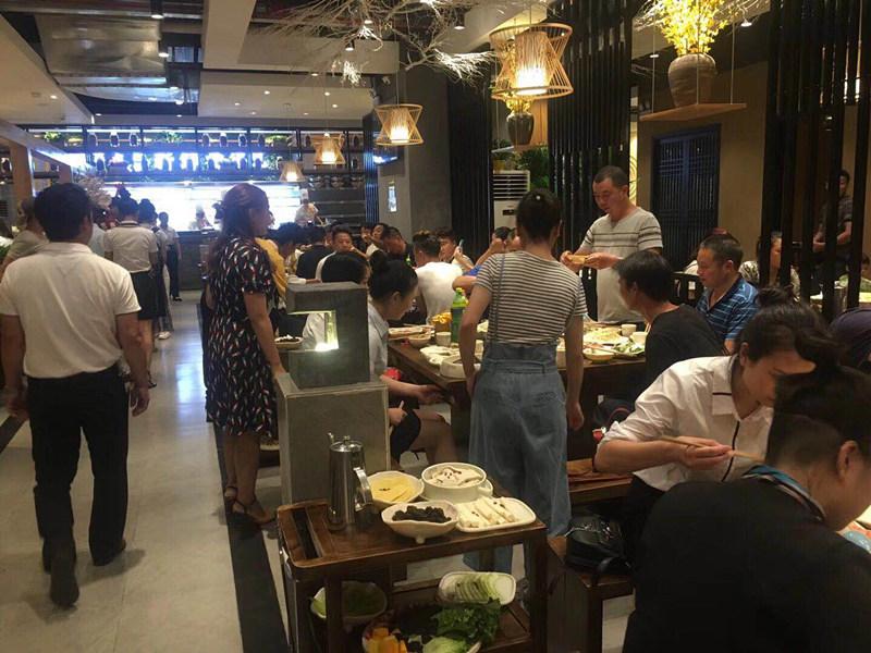 重庆老火锅加盟品牌哪个好,憨石匠鲜菜火锅特色优势品牌