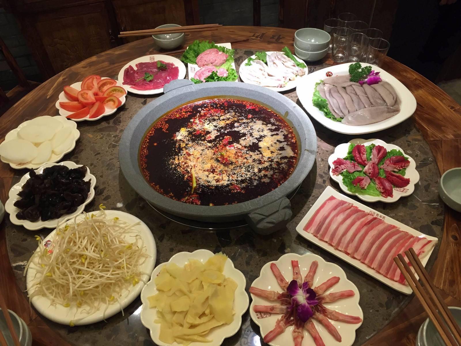 你知道清油火锅底料与牛油火锅底料有哪些区别吗?